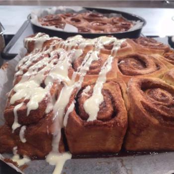 Ρολά κανέλας με γλάσο cream cheese (Cinnamon rolls)