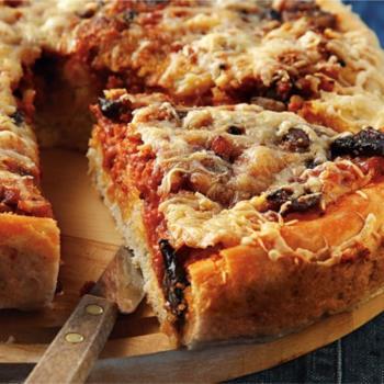 Πίτσα-πίτα με χωριάτικα λουκάνικα