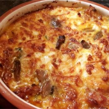 Αυγά με μπέικον, λαχανικά και τυρί στο φούρνο