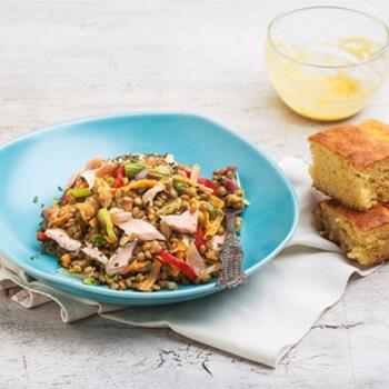 Φακές στο τηγάνι με φρέσκο σολομό και ντρέσινγκ μουστάρδας