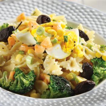 Μακαρονοσαλάτα µε αυγό και λαχανικά