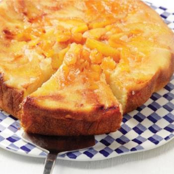 Αναποδογυριστή πίτα με ροδάκινα και βερίκοκα