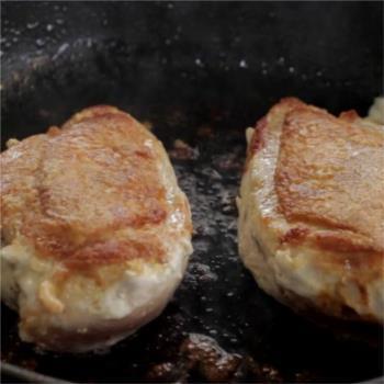 Κοτόπουλο στήθος στο τηγάνι με λεμονάτη σάλτσα